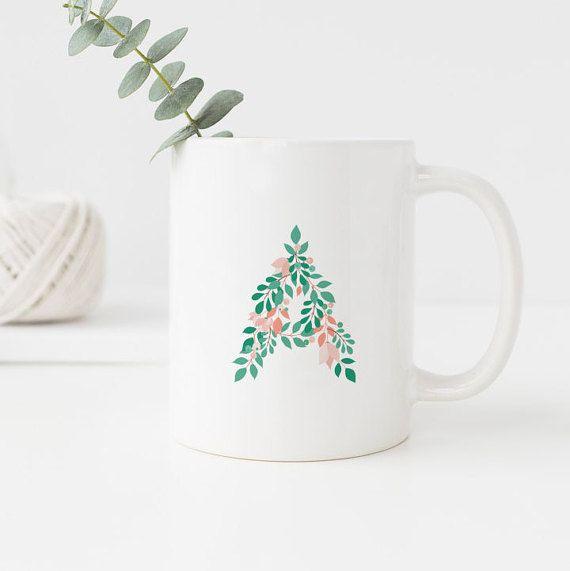 Personalisierte Tasse mit einem Name-Initiale, in einem Laub-Brief geschrieben. Perfekt als Geschenk für jeden Anlass, oder halten Sie es für