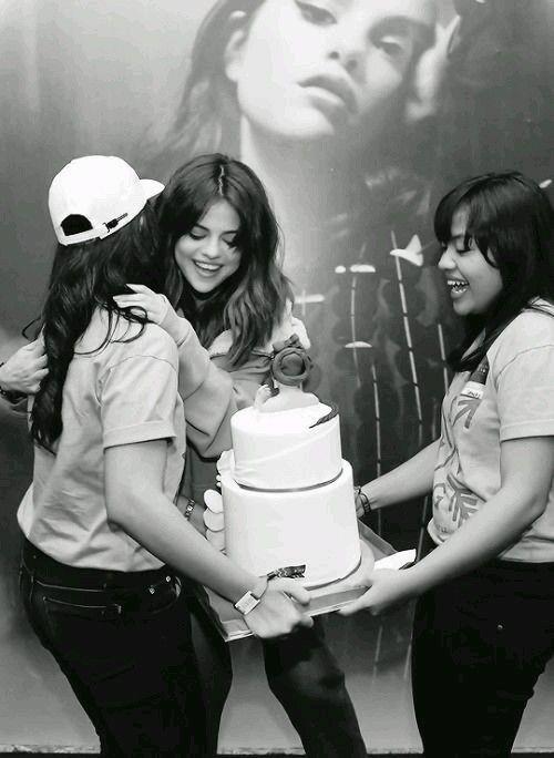 "Selena Gomez revival tour ""happy Birthday"" julio 2016"
