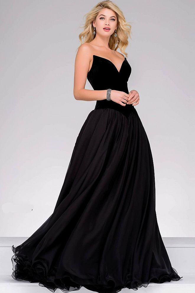 62188c5d16a3 Gorgeous classy floor length strapless dress features sweetheart neckline  velvet bodice and a chiffon a-line skirt.#Jovani #PromDress #Prom2018