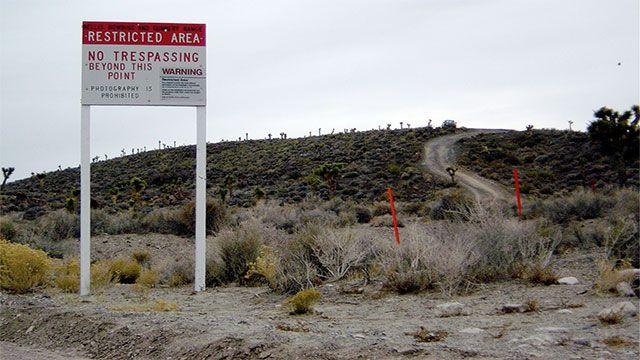 """AREA 51 - Per ulteriori informazioni sulla famosissima e chiacchieratissima Area 51, visitate il nostro articolo sulla sezione """"Misteri"""". Quest'area militare si trova in Nevada, e si dice che da lì siano passati persino navicelle aliene ed extraterrestri!"""