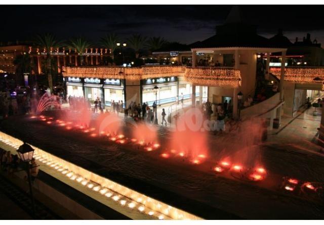 Harry´s Cocktail & Bar Safari, se encuentra ubicado en uno de los mejores complejos de ocio del Sur de Tenerife, LA MILLA DE ORO DE TENERIFE (Tenerife Gonden Mile). Un espacio muy acogedor con terraza desde donde contemplar la impactante estructura arquitectónica del centro y de la plaza central, muy llamativa por su fuente danzante iluminada por la noche. http://tenerife.cuestiondeocio.com/es/de-noche/cocteleria/67/harrys-playa-las-americas.htm