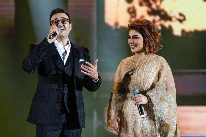 بعد سنوات طويلة صابر الرباعي وأصالة يغنيان ع اللي جرى من جديد في موسم الرياض صور وفيديو Nun Dress Fur Coat Coat