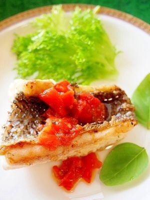 焼き魚だけじゃない!お魚をおいしくいただく和食レシピ|MERY [メリー] 楽天レシピ:「スズキのムニエル☆トマトバジルソース 」より