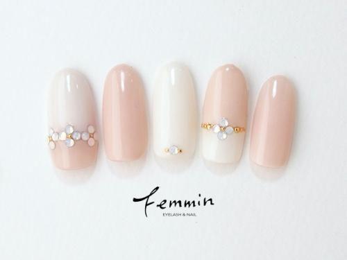 ピンクと白のバイカラーネイル