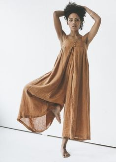 Black Crane - Origami Jumper in Rust 100% Linen Machine wash cold, tumble dry low. Made in USA