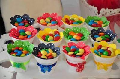 Dale color y sabor a tu próxima fiesta con algunas ideas para elaborar creativos dulceros y centros de mesa. Se pueden hacer de materiales ...