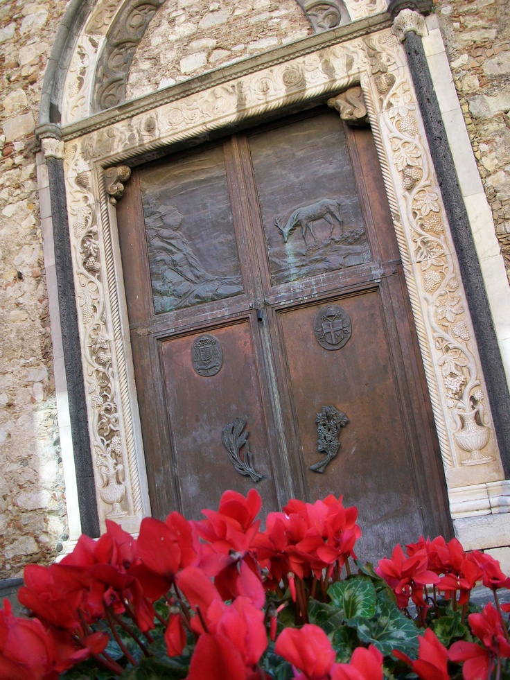 Porta laterale, Chiesa, by Giovanni Reali.  Taormina, province of Messina , Sicily