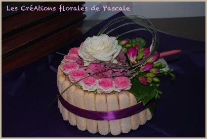 charlotte de roses, freesias et anthurium