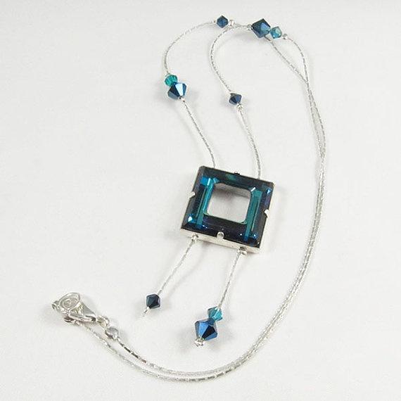 Nyaklánc inspiráció Swarovski Elements #4439 Négyzet medálból Bermuda Blue színben, és #5328 XILION Bead kristály gyöngyökből