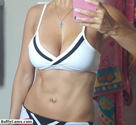 Sinfullygood, see her webcam profile: http://www.camsee.us/cam/Sinfullygood/?AFNO=1-1237