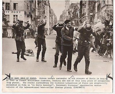 IS PARIS BURNING? PRESS PHOTO PARAMOUNT PICTURES FILM BEST-SELLER VINTAGE 1960S
