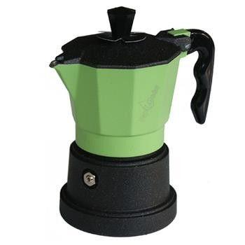 """La storia Top Moka nasce dalla prestigiosa tradizione italiana ed offre qualità ai veri intenditori di caffè. La linea """"Top"""", nella sua classicita', è il piu' rappresentativo dei suoi simboli. Studiata per la preparazione di un ottimo caffè la caffettiera Top è realizzata con materie prime di altissima qualità Made in Italy. http://www.makehandbuy.com/caffettiera-top-moka-top-3-tazze.html"""