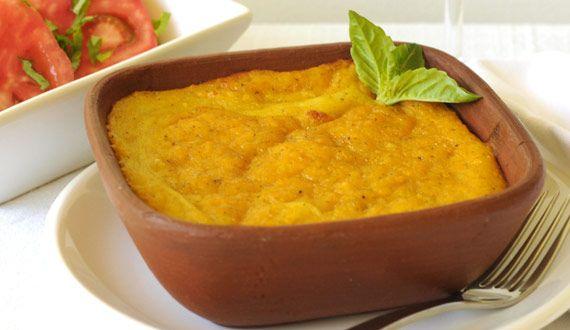 ¡Nada como una receta tradicional Chilena! Descubre cómo preparar la crema pastelera de choclo y comienza a cocinar este delicioso plato de fondo.
