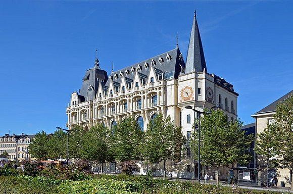 Hotel de Postes de #Chartres, un topic 1800 con corazón de hormigón.  http://www.guias.travel/blog/hotel-de-postes-de-chartres-un-topic-1800-con-corazon-de-hormigon/ #turismo #viajar #Francia
