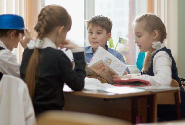 ТАК ЛИ ПОЛЕЗНА РАБОТА В КОМАНДЕ НА САМОМ ДЕЛЕ Невролог Дин Барнетт — о плюсах и минусах групповых занятий, которые так любят учителя