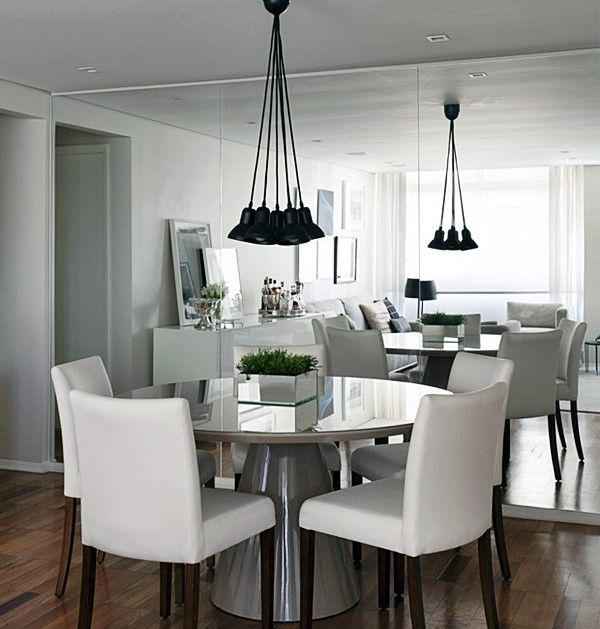 """quele seu sonho de ter uma mesa de jantar enorme para caber a família e amigos pode se tornar uma frustração com estas salas pequenas, eu sei! Mesmo que não dê para aquele """"mesão"""", pode ser que você consiga mais assentos pensando em organização e formatos diferentes! Veja só:"""