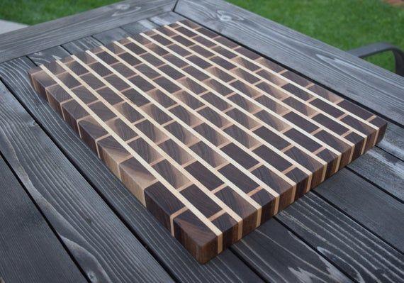 Planche à découper bois personnalisé – modèle fin Grain – noyer et érable – brique