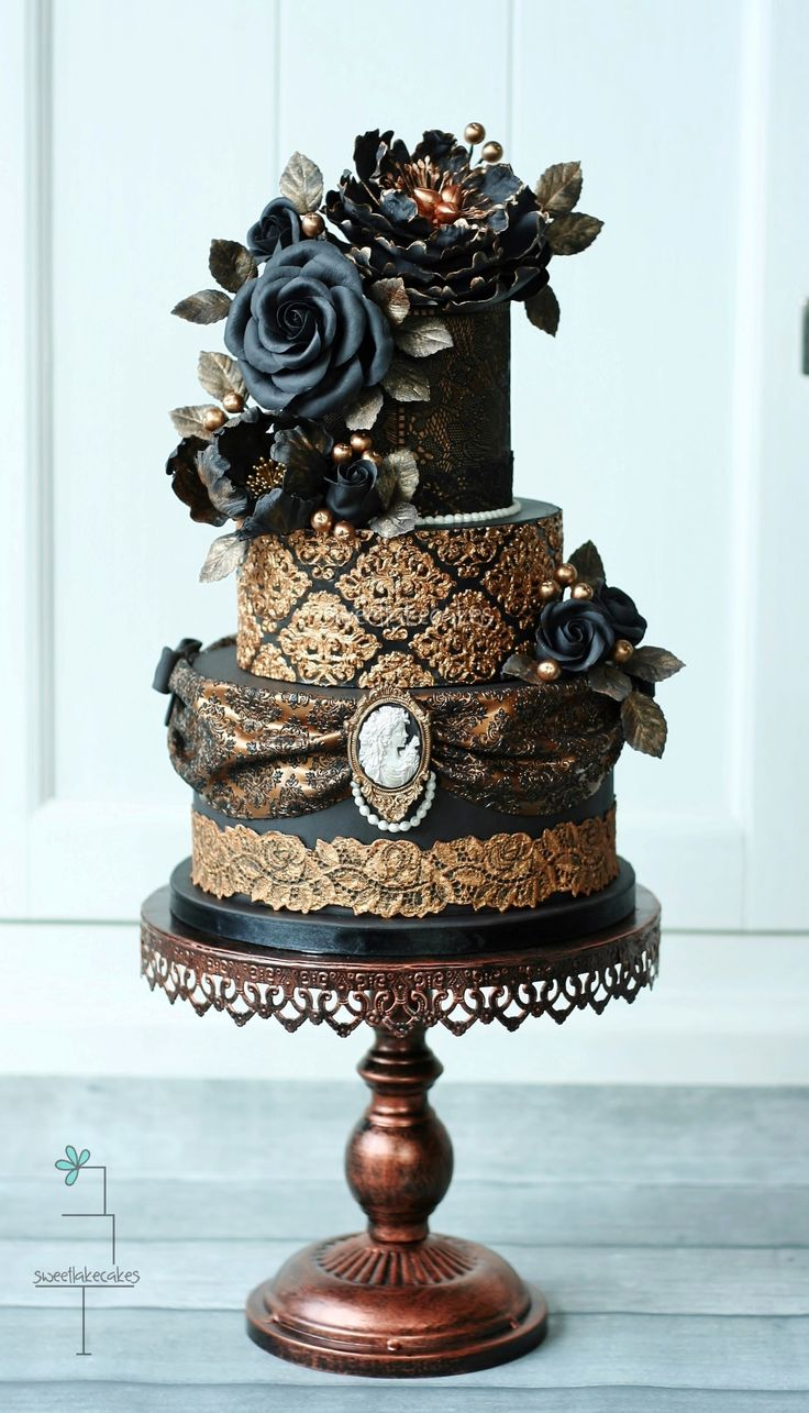 Victorian gothic wedding cake - I made this cake for a friend of mine who had a stand on a Dutch cake event a few weeks ago. She makes her own beautiful molds and I used one of her molds on the bottom tier. Hope you like it!