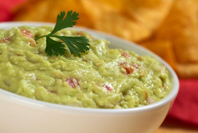 Guacamole is een Mexicaanse dip waarbij het hoofdingrediënt voornamelijk avocado is, een van de favoriete vruchten van Paleo-ers. Voor meer paleo recepten kijk onze pagina.