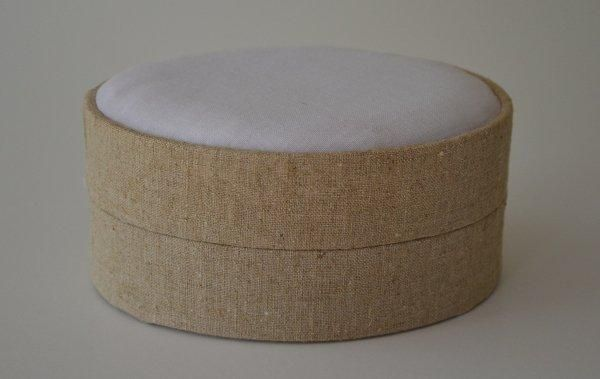 LBLoval.81 - Large Oval - Natural Linen covered and lined boxes make it so easy for you to create a special gift or precious keepsake. Embellish your fabric as you desire, cover the removable, padded lid with your worked fabric and replace into the box lid. The box measures 10.5 x 14cm.