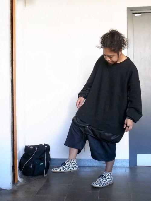 今日は久々に履くイーリーの靴を全面的に押し出そうと もう全部黒でっていう靴押しな日でした。 日本はこ