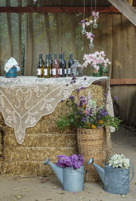 30 Ways to Use Hay Bales at Your Country Wedding | http://www.deerpearlflowers.com/30-ways-to-use-hay-bales-at-your-country-wedding/