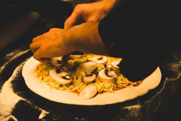Εδώ η πίτσα είναι τέχνη και η απόλαυση του καλού φαγητού, συνήθεια..! #Pizza #EateryCafe