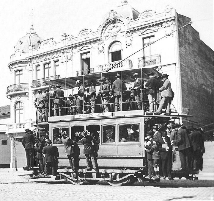 Chile, Santiago. Tranvía en pleno Centro de Stgo. en Av. Alameda de La Delicias esq. Calle Carmen, año 1920