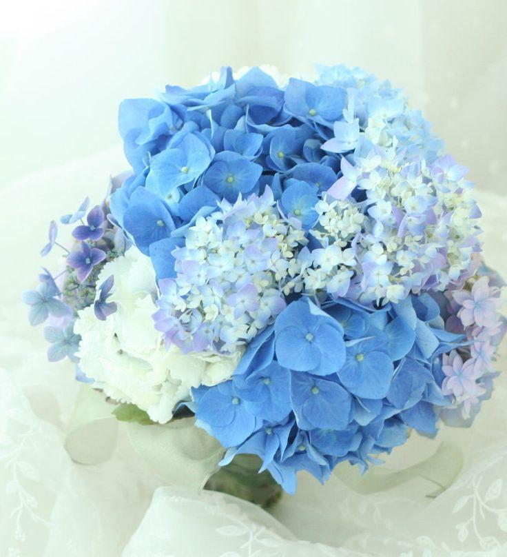 ブーケ クラッチ 青いあじさいを束ねる : 一会 ウエディングの花