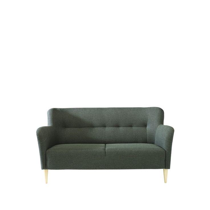 Nova soffa klädd i tyg Tundra, ben i bok natur. Nova från Swedese är en liten nätt soffa som är lättplacerad och passar i de flesta miljöer.