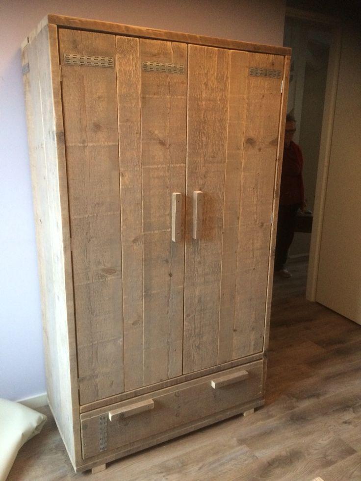 62 best images about steigerhouten meubels op pinterest tvs bureaus en bedden - Kledingkast en dressoir ...