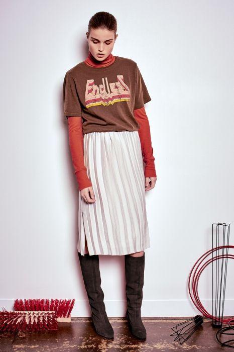 Базовый бадлон этой осенью — как нитка жемчуга: облагородит любой лук, от футболок до рабочих курток.
