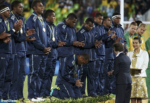 Fijian rugby players kneel for Princess Anne as she awards gold ...