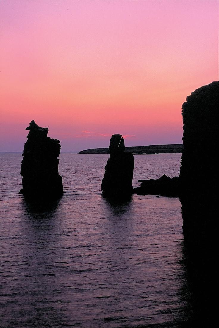 #Sardaigne #Carloforte. Situé sur la petite île de San Pietro au Sud-ouest de la Sardaigne.   Son littoral est constitué de belles falaises et quelques petites plages.  http://vp.etr.im/f79a