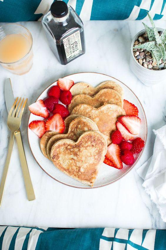 Un petit-déjeuner romantique en forme de coeur...Food Apeti