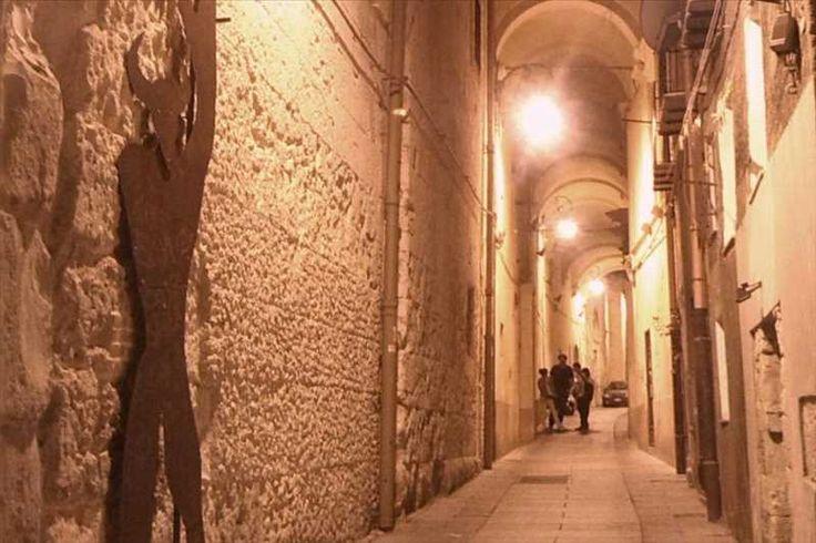 http://www.sardegnaeventi24.it/evento/97035-tour-in-notturna-di-cagliari--aneddoti-e-storie-da-brivido/