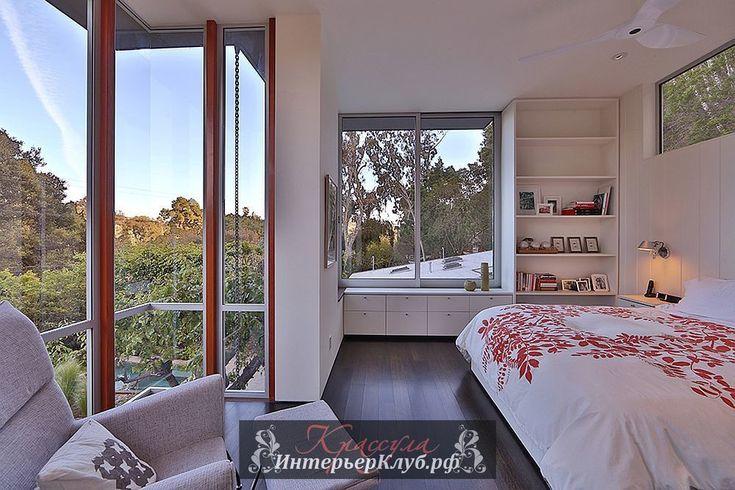 Интерьеры спальни в белых тонах в загородном доме в Калифорнии