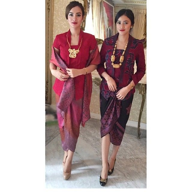 Beautiful sisters in @alleira_batik  Regram from @astridsatwika. Thank you.  #kebayainspiration #kebaya #Indonesia