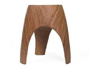 Handgemaakte massief houten kruk met 3 poten van Pols Potten. \r\nEen fraai staaltje vakmanschap!\r\n\r\nAfmetingen:  H 40 cm x 30 cm\r\nMat...