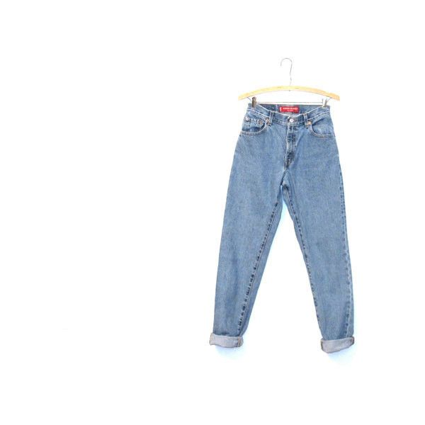 Levi's Jeans Relaxed-fit. High-waist. Grunge. Hipster. 90s. (¥3,245) ❤ liked on Polyvore featuring jeans, pants, bottoms, trousers, long length jeans, high rise denim jeans, blue high waisted jeans, levi jeans and grunge jeans