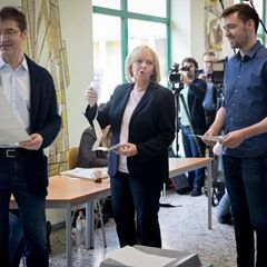 PM Hannelore Kraft casts her vote in Muehlheim, Germany with her husband and son