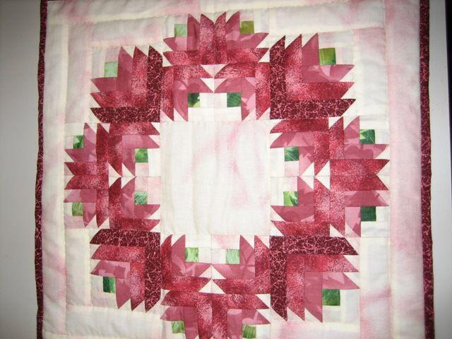 Wreath of christmas fabrics (pink)