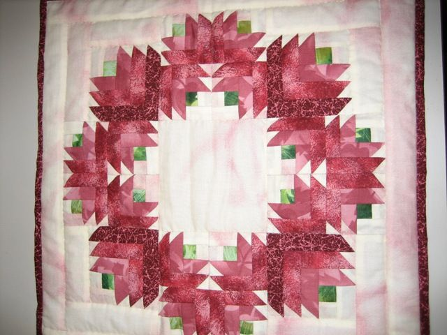 Wreath of christmas fabrics (pink)