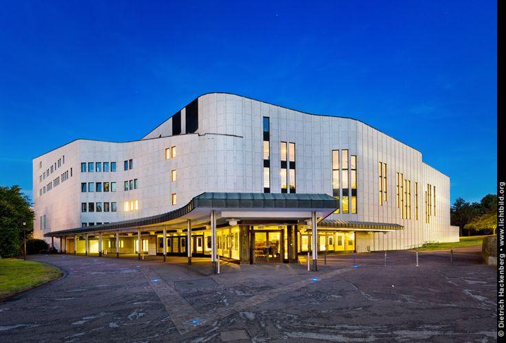 http://www.lichtbild.org/galerien/images/architektur-aussen/050-aalto-theater-front-nacht.jpg