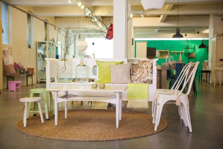 Linde huis is een pop up store met oude meubels en nieuwe merken lindehuis - Popup huis ...