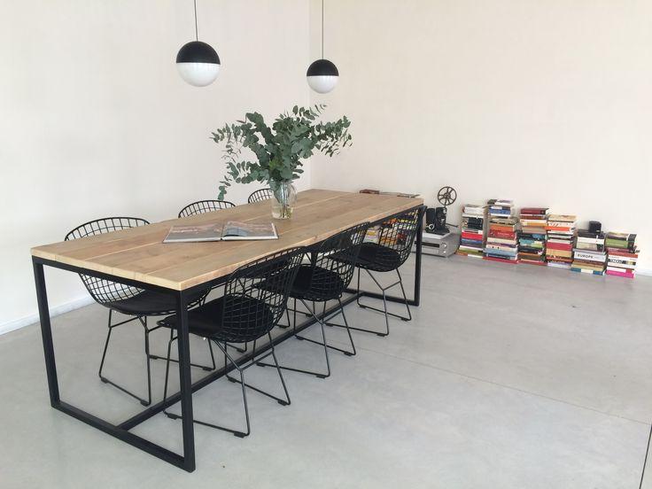 Steigerhouten tafel met stalen frame. Scandinavisch en industrieel design. Pure Wood Design - Brandal