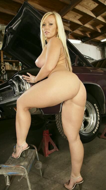 http://superwomaniac.tumblr.com Absolute Women possess extraordinary superhuman physical powers, which go far beyond the capabilities of ordinary human beings. Physical Growth Augmentation: The big...