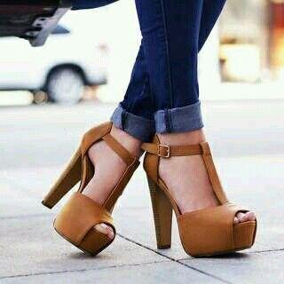 Hermosas zapatillas cafes