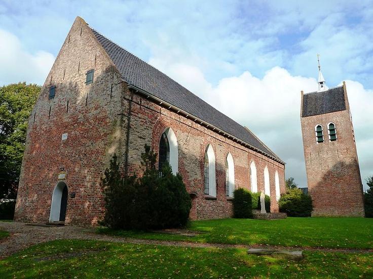Sint Laurentiuskerk in Baflo, een van de oudste kerken in de provincie, tufsteen secundair gebruikt, 12e eeuw.