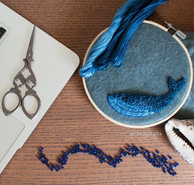95 отметок «Нравится», 5 комментариев — 🌠Брошки и прочие шалости (@arnica.crafts) в Instagram: «Почти готов, синий кит! 🐋🐳»